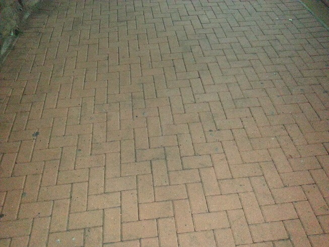 Pressure cleaning paving